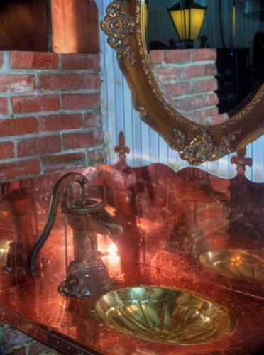 gaudy-rest-room