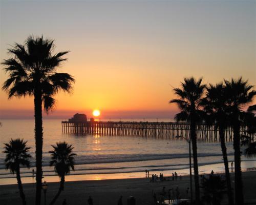 long-pier-sunset